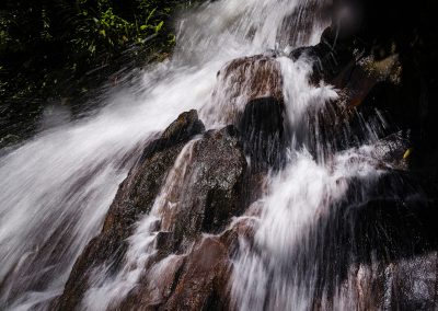 Registro da cachoeira, riacho e gruta